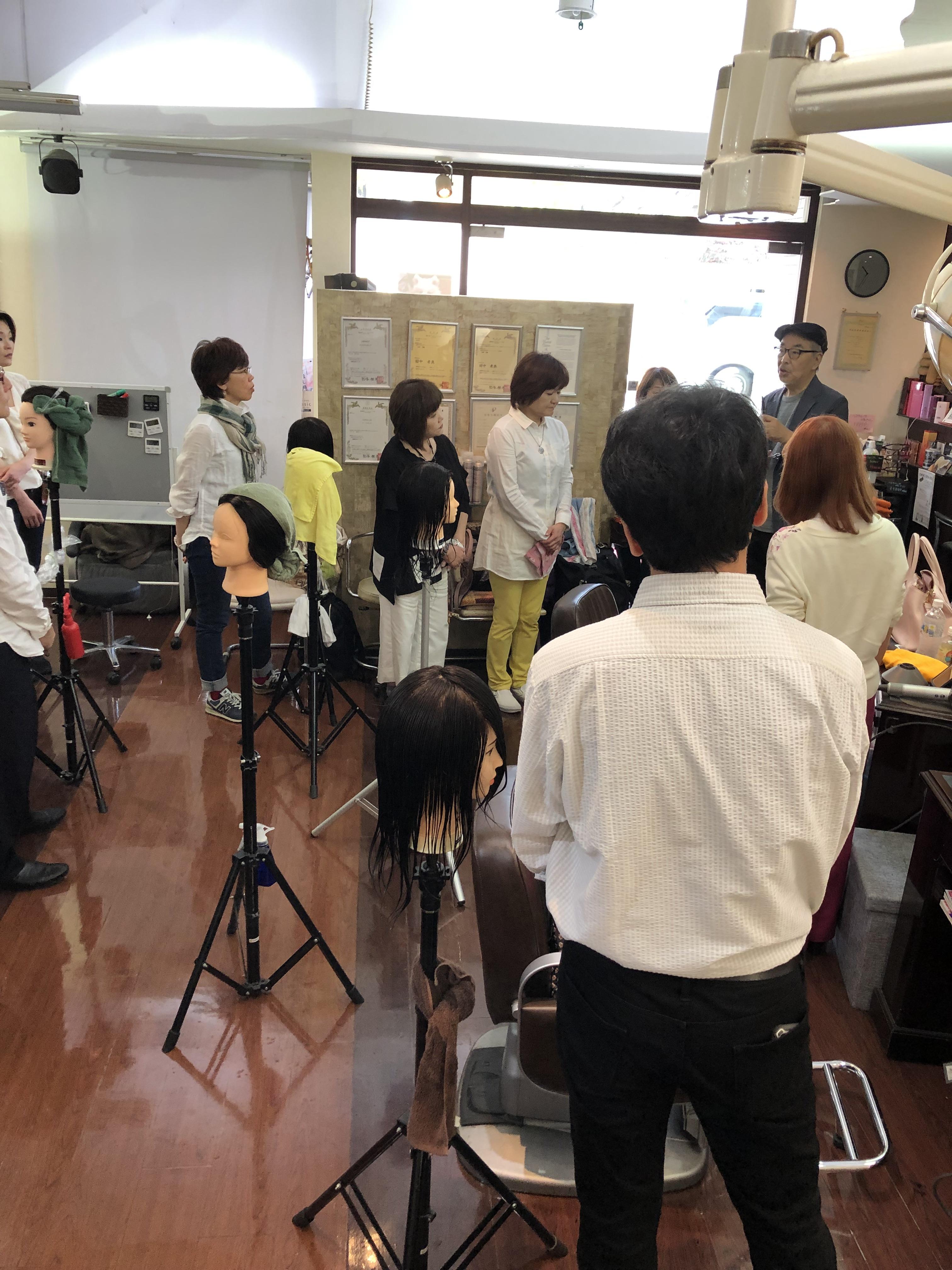 毎月第4月曜日は兵庫県 夙川【アンヌ美容室】で本部キュビズムカット講習