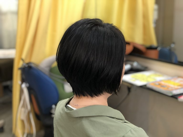 くせ毛の方は収まる長さでスタイルを作る。